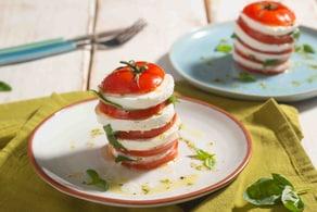 Ricetta Caprese sfiziosa con salsa all'origano