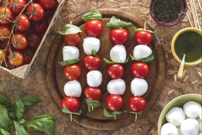Spiedini di pomodorini e mozzarelline