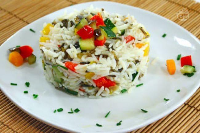 Овощной салат с рисом фото рецепт