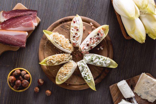 Ricetta barchette di indivia ai formaggi la ricetta di giallozafferano - Food network ricette a tavola con guy ...
