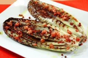 Radicchio alla piastra con pancetta e pepe rosa