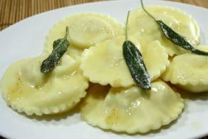 Tortelli di patate e pancetta con burro e salvia