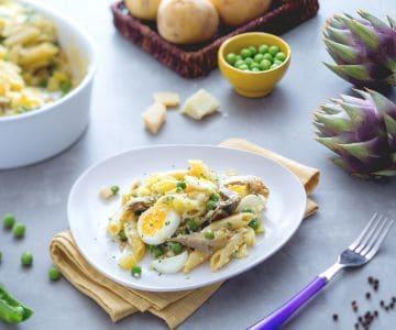 Teglia di pasta, carciofi, patate e piselli