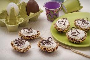 Ovetti di cioccolato ripieni di mousse alla pera