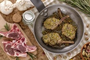 Costolette d'agnello in crosta di pistacchi