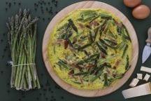 Frittata con asparagi selvatici e speck