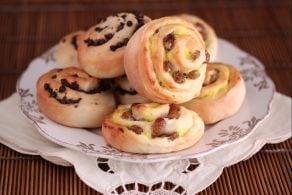 Girelle con gocce di cioccolato - uvetta e crema pasticcera