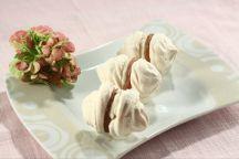 Ricetta Doppie meringhe con panna e crema di marroni
