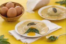 Raviolone al tuorlo fondente con ricotta e spinaci