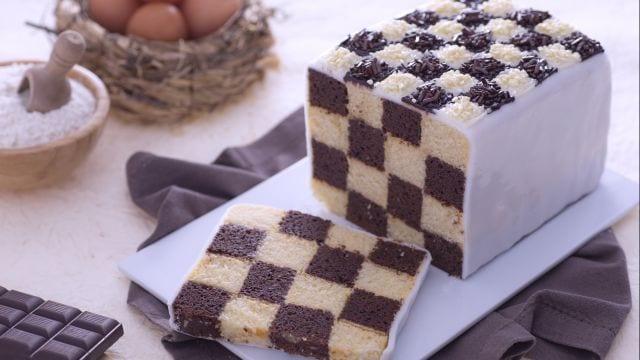 Torta a scacchi decorata
