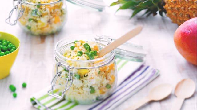 Insalata di riso mango e ananas