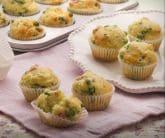 Muffin salati con piselli e prosciutto