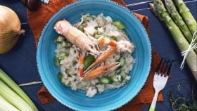 Ricetta Risotto agli asparagi e scampi