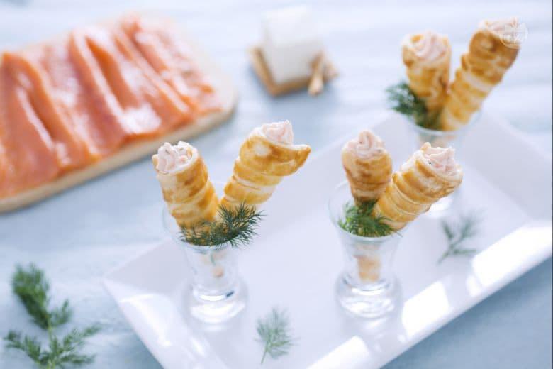 Cornetti di sfoglia al salmone