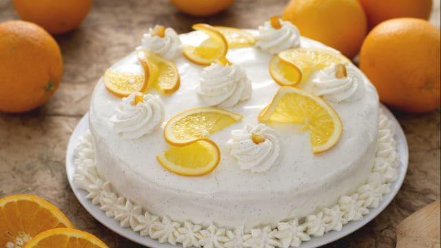 Torta all'arancia con crema allo yogurt