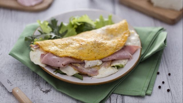 Omelette con stracchino e cotto