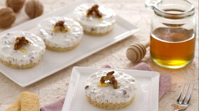 Minicake allo yogurt miele e noci