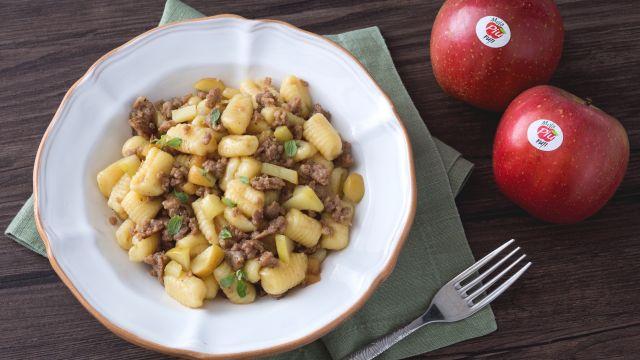 Gnocchi con salsiccia e mele