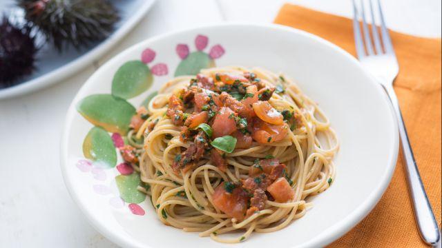 Pasta con ricci e pomodori