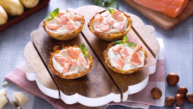 Cestini di patate ripiene di salmone